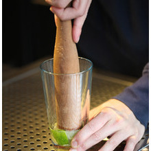 How to muddle a cocktail image