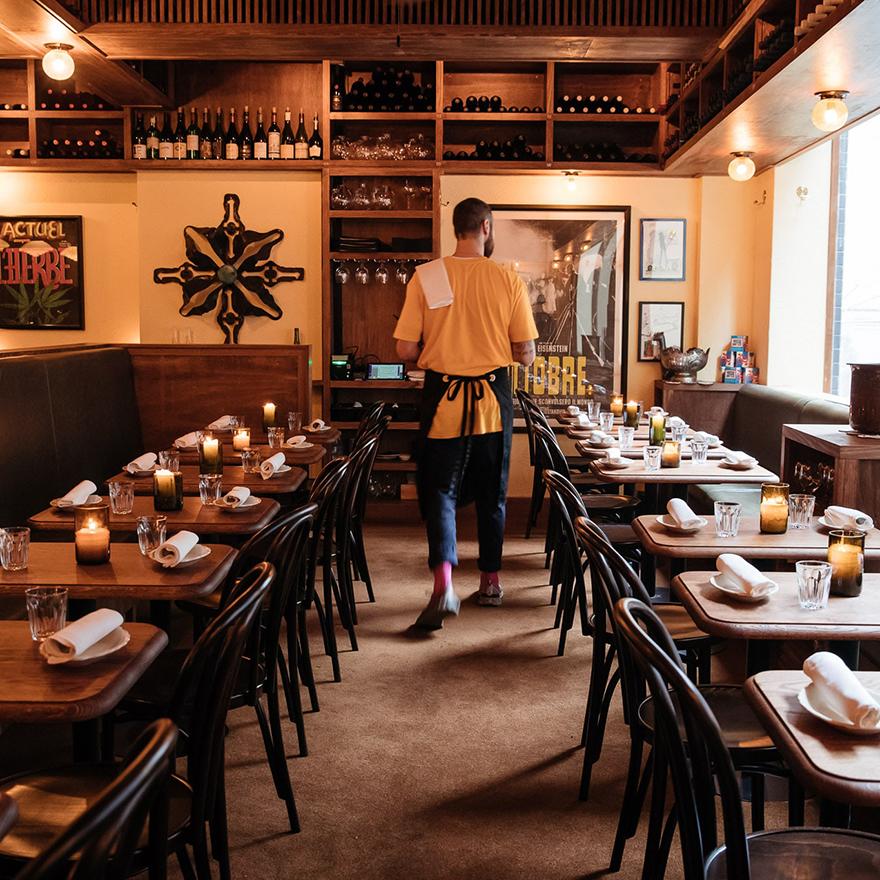 Alberto's Lounge image