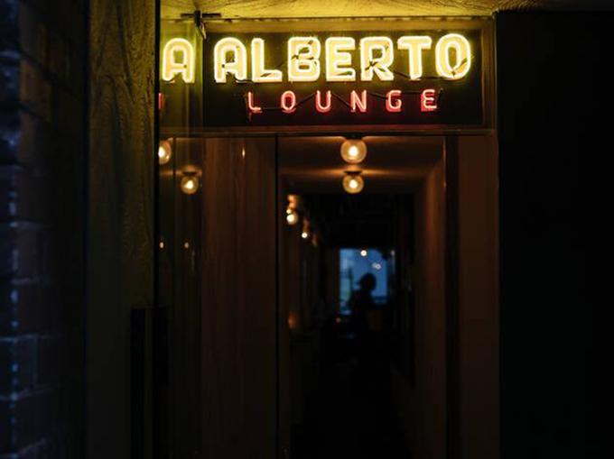 Alberto's Lounge image 3
