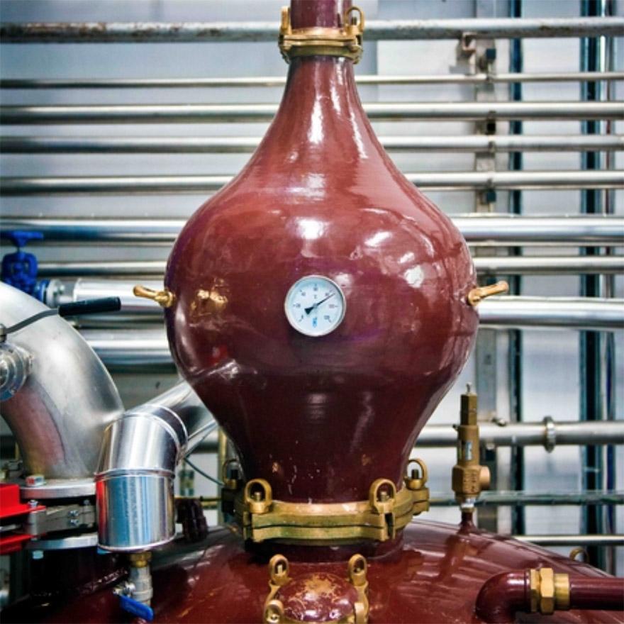 Vodka production: Pot still finishing image