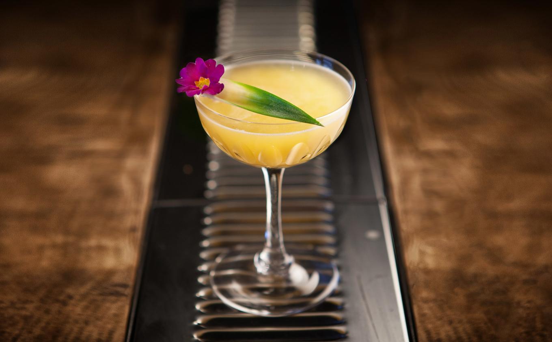 Best pineapple liqueur cocktails image 1