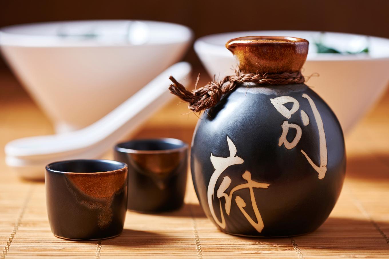 Serving and appreciating sake image 1