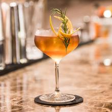 5 bares de hotel para beber bons coquetéis em SP