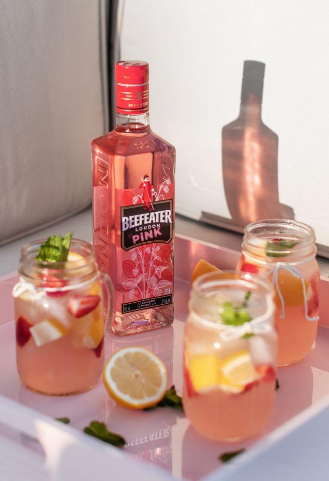 7 γυναίκες εμπνέονται από το Beefeater Pink Gin image 1