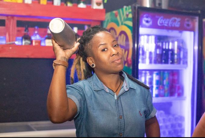 Bartenders em Casa - Hericka Oliver image 1