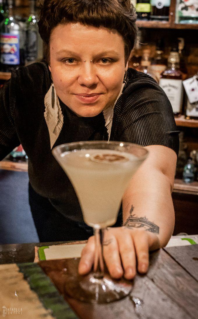 Bartenders em Casa - Carine Desiderá image 1