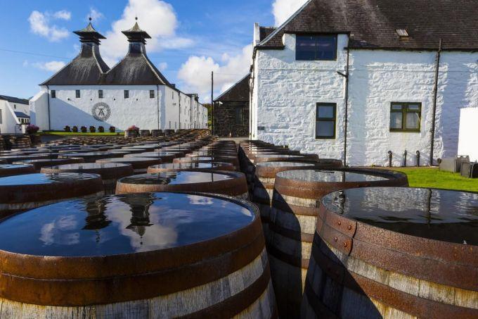 Ταξίδι σε 10 εμβληματικά  αποστακτήρια  της Σκωτίας image 1