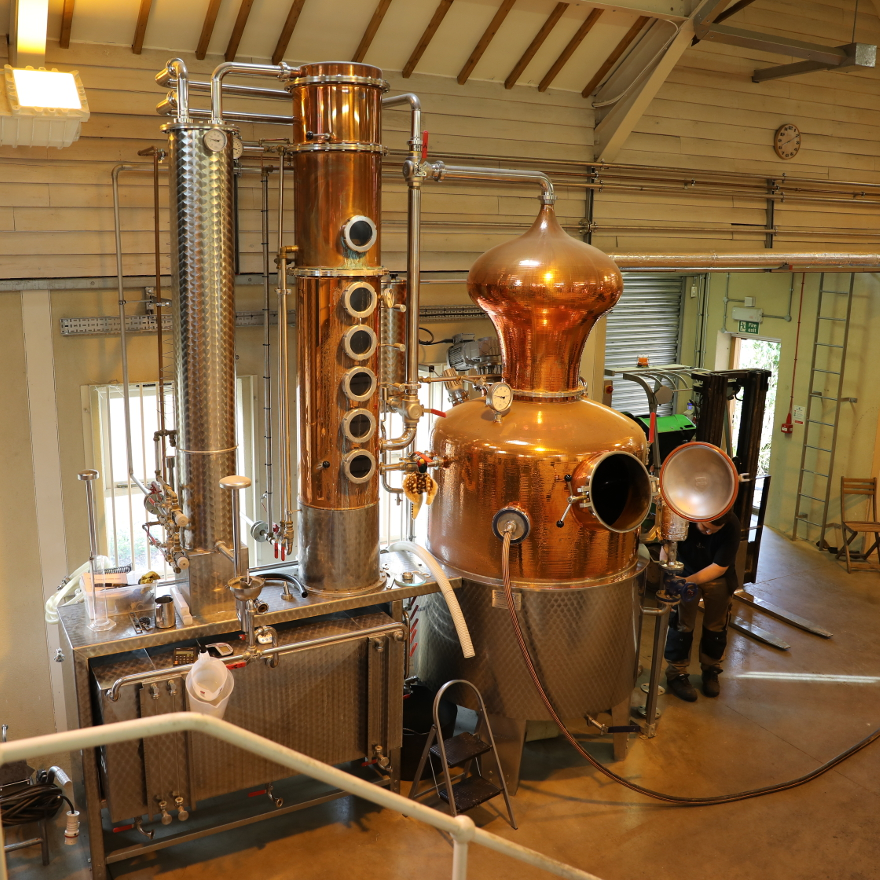 How they make gin image