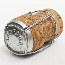 Champagne disgorgement ('degorgement') image