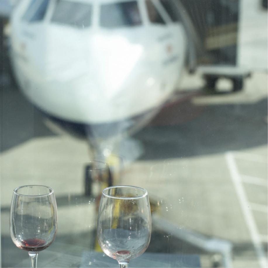 Por que bares de aeroporto são tão ruins?