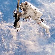 O primeiro homem andou no espaço nesta data image